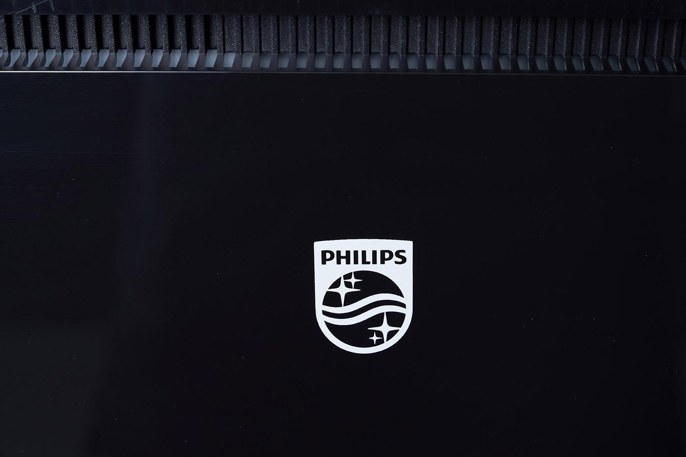 在鏡面區域簡約存在的 Philips 商標圖案,以鮮明的白色設計,有著畫龍點睛的美感。