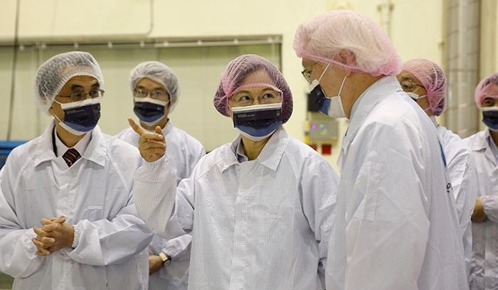 蔡英文總統參觀太空�心,期許國內廠商進軍國際太空市場、打造太空產�為另一個�國神山
