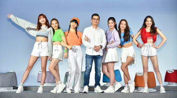 FUJI 美形運動愛騎機由女團 PER6IX 代言,陳�鴻量身打造專屬�曲〈閃耀愛奇蹟〉。
