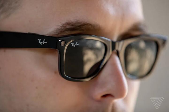 Facebook與雷朋合作發表智慧型眼鏡:能拍照能聽�,價格是Google眼鏡的五分之一