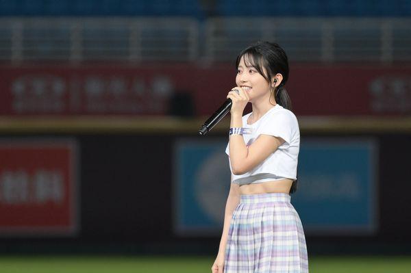 So-net x 樂天桃猿打造20周年主題日,女神蔡瑞雪閃亮開球