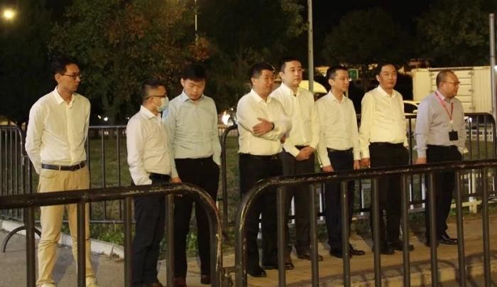 一張北京深夜零下「空姐被凍照」挨批,隔天航空公司高層全被叫去體驗寒風「反省」
